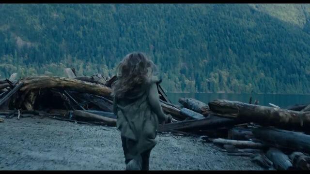 File:Ellie runs towards the Dam.jpg
