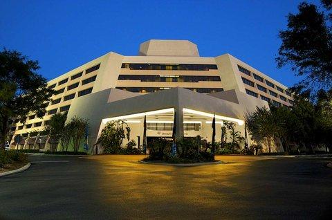 File:Doubletree Guest Suite Resort.jpg