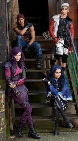 File:Disney-channel-descendants-villains-kids.jpg