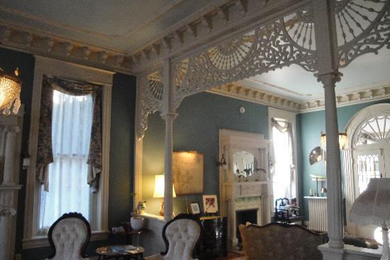 File:Inside-the-manor.jpg