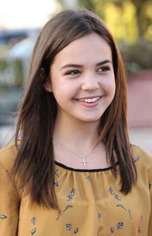 File:Helena Vallerte (Bailee Madison).jpg