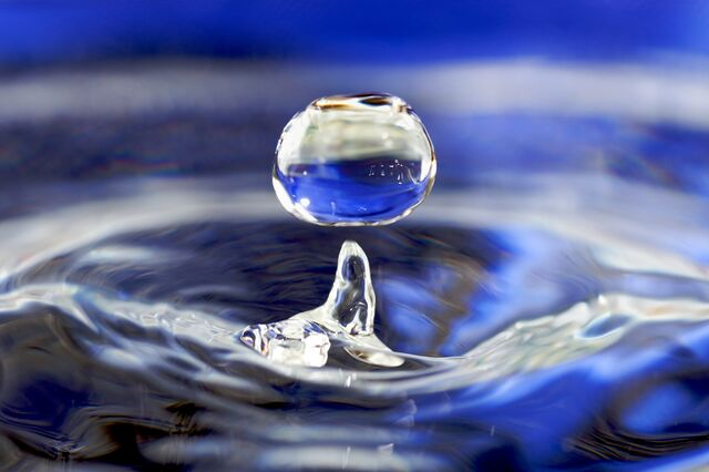 File:Water drop 001.jpg