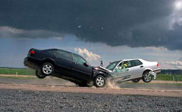 File:Head-on-car-crash-two-vehicles-collide.jpg