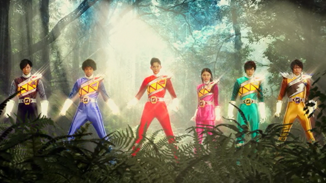 File:Zyuden Sentai Kyoryuger Team Up Henshin.png
