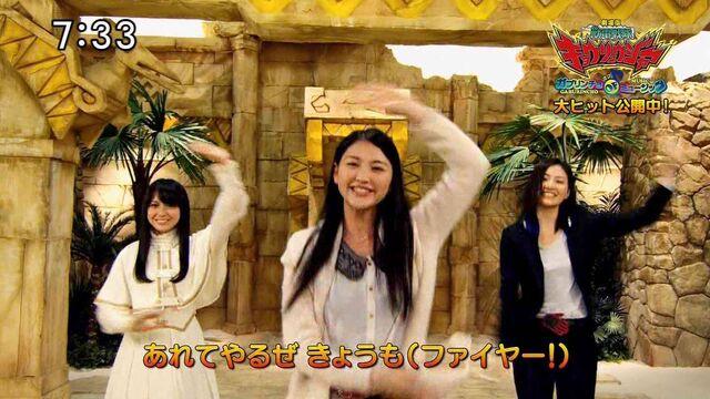 File:Ayuri Konno with female Wizard cast dance.jpg