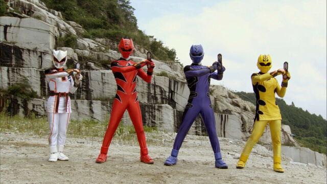 File:Episode 32 - Gekiranger Change.jpg