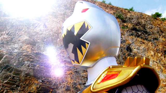 File:Silver Dino Charge Ranger from Ep 15.png