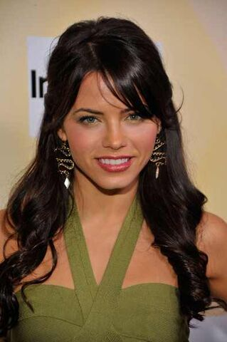 File:Jenna Dewan Dangle Earrings Gold Dangle Earrings 1fMfE59qbECl.jpg