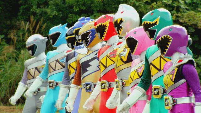 File:All 10 Dino Super Charge Rangers.jpg