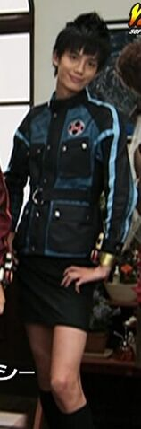 File:Hyde as Nanami.jpg