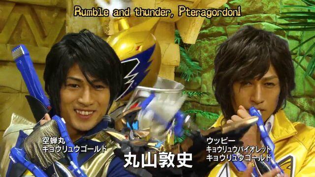 File:Kyoryu Gold identities.jpg