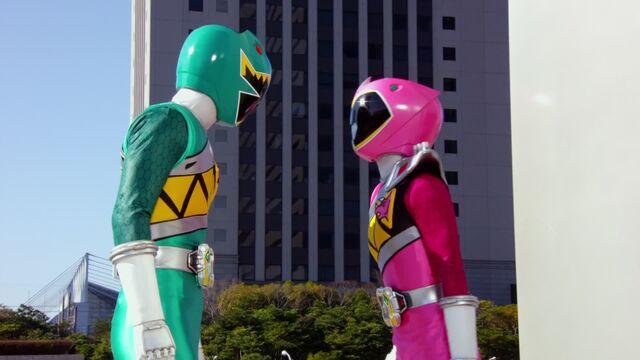 File:Fake Kyoryu Pink in Brave 7.jpg