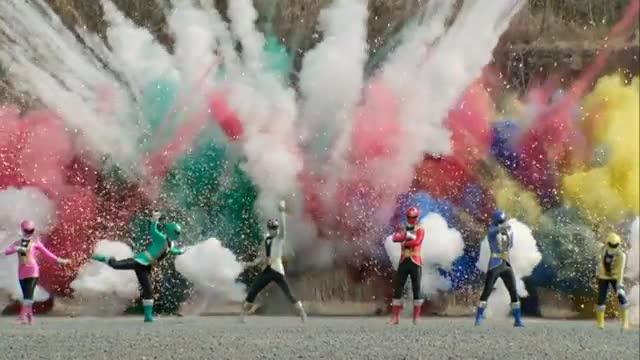 File:Gokaiger (Super Hero Taisen).jpg