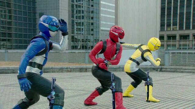 File:Busters Ready Go (Super Hero Taisen).jpg