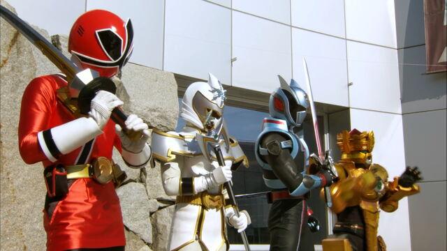 File:Gokaiger Finale - Extra Hero Change.jpg