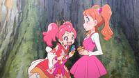 PCDS Sakura notices Ichika's cupcake