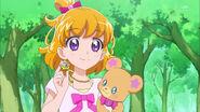 Mirai shows her Linkle Stone Dia to Lian