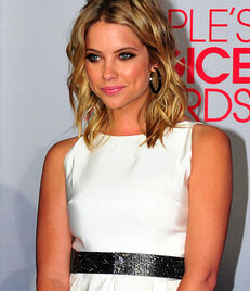 Ashley Benson perf-1