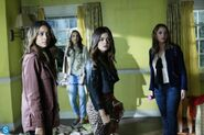Pretty Little Liars - Episode 4.16 - Close Encounters - Promotional Photos (6) 595 slogo