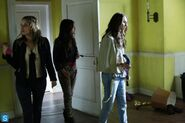 Pretty Little Liars - Episode 4.16 - Close Encounters - Promotional Photos (3) 595 slogo