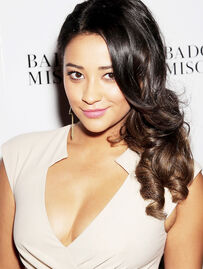 Shay Mitchell perf-4