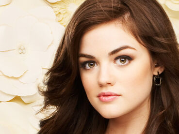 Lucy-Hale-lucy-hale-13647305-500-375
