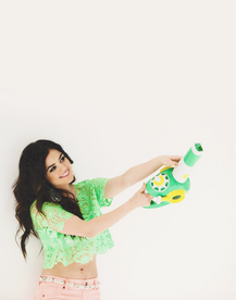 Lucy Hale perf-3