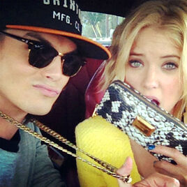 Ashley-Benson-y-Tyler-Blackburn- large