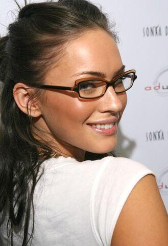 File:Megan-Fox-Lafont-Karima-Eyeglasses.jpg