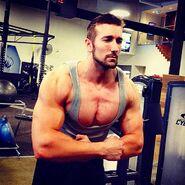 1900010 Elliot Sexton gym posing