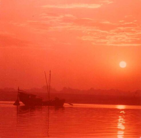 File:Early morning on the Ganges.jpg