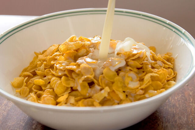 File:Cornflakes with milk pouring in.jpg