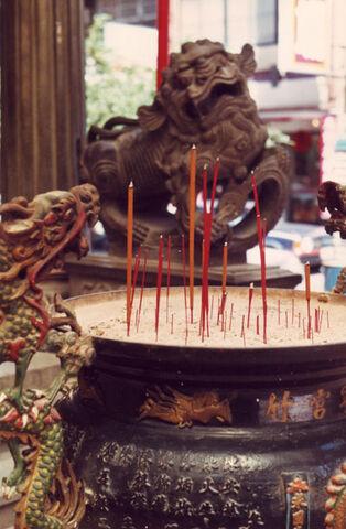 File:Incense taiwan temple fu dog.jpg