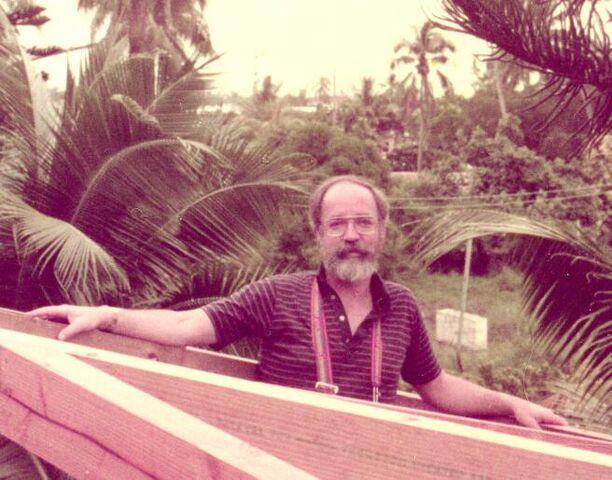 File:Dan Dennett in Tahiti.jpg