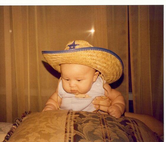 File:Luisito sombrero bebé.jpg