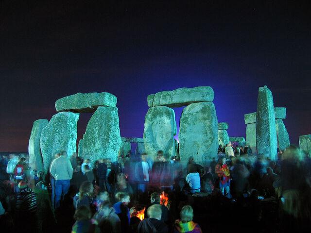 File:Stonehenge Summer Solstice eve 02.jpg