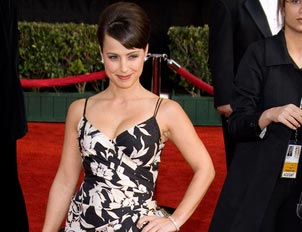 File:Wikia Daisies - Constance Zimmer.jpg