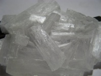 200px-KNO3 Crystals