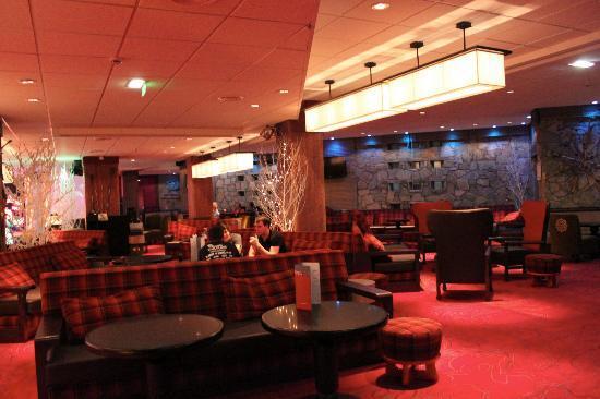 File:Large-lounge.jpg