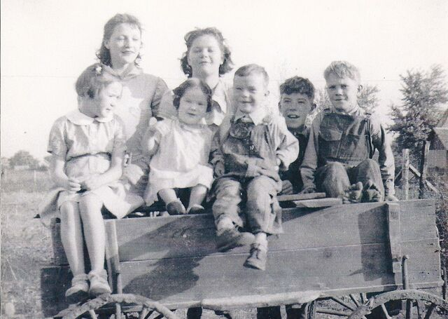 File:Abbott, Beatrice, Marge, Bernice, Norma, Ted, Donald and Ivan (1).jpg