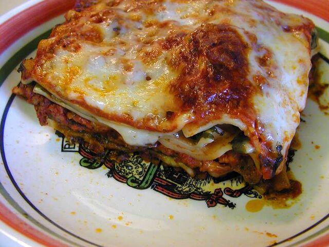 File:Lasagna 1 bg 082101.jpg