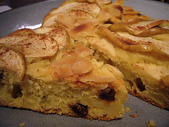 File:Apple-Raisin-Cake.jpg