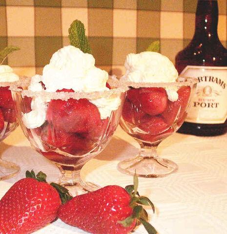 File:StrawberriesRomanoff.jpg