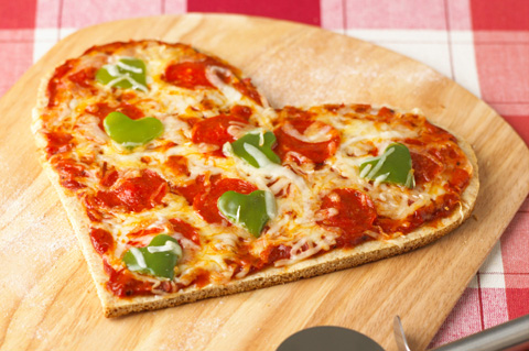 File:Heart-shapped-pizza.jpg