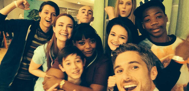 File:Red-Band-Society-cast-selfie.png