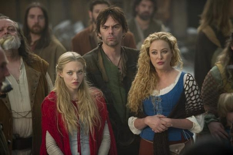 File:Amanda-seyfried-and-billy-burke-in-red-riding-hood-stills.jpeg