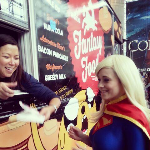 File:Foodtruck-smiledip-supergirl.jpg