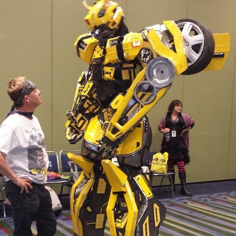 File:C2e22014-bumblebeetransformers.jpg