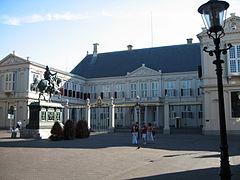 File:240px-Noordeinde Palace.jpg