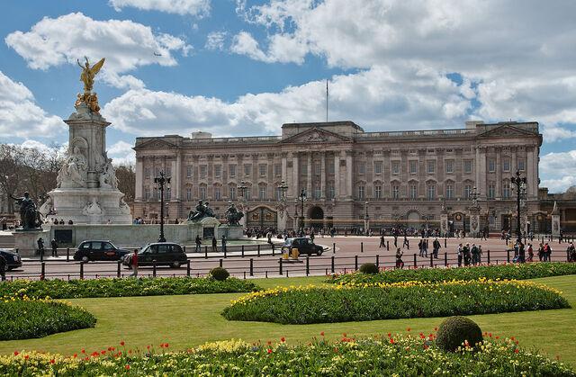 File:1280px-Buckingham Palace, London - April 2009.jpg